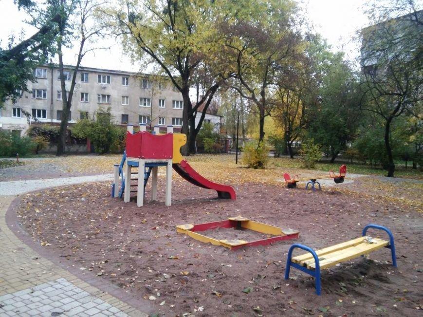У Львові завершують облаштовувати громадські простори на вулиці Ряшівській (ФОТО), фото-6