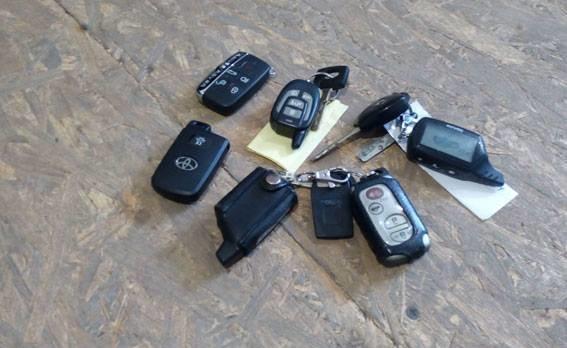 Конотопські копи затримали на гарячому трійцю викрадачів елітних автомобілів, фото-1