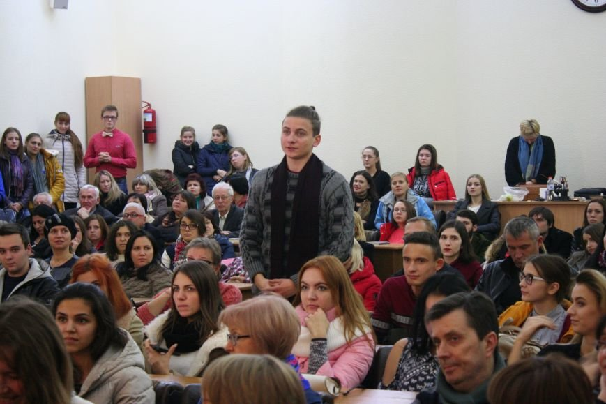 """Оксана Забужко в Запорожье презентовала свою новую книгу """"І знов я влізаю в танк"""", - ФОТОРЕПОРТАЖ, фото-6"""