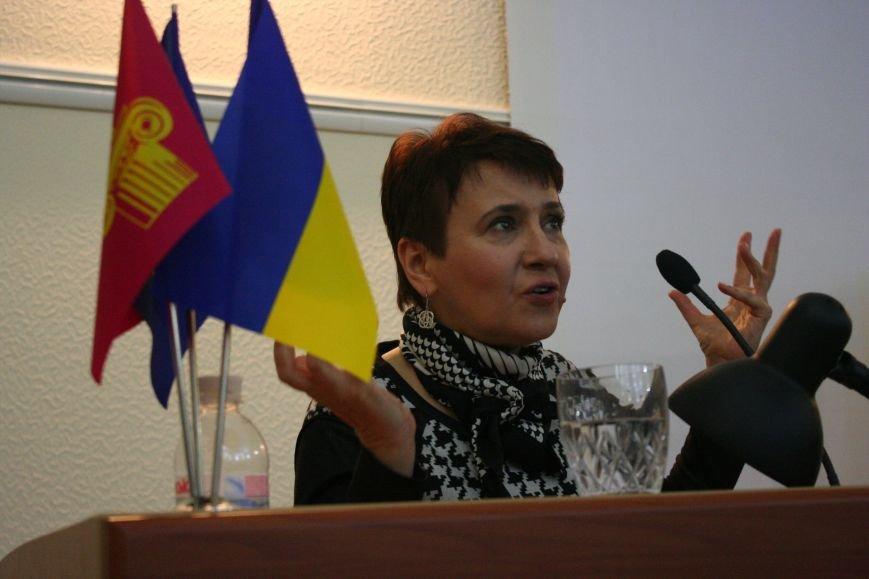 """Оксана Забужко в Запорожье презентовала свою новую книгу """"І знов я влізаю в танк"""", - ФОТОРЕПОРТАЖ, фото-11"""