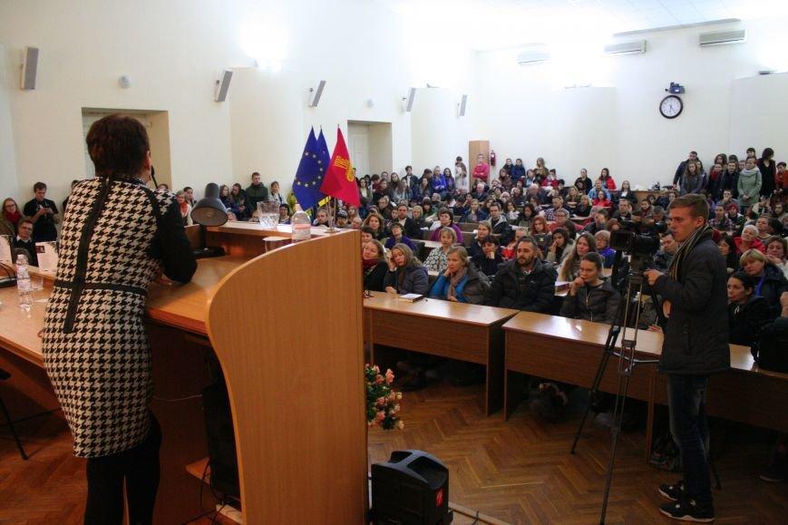 """Оксана Забужко в Запорожье презентовала свою новую книгу """"І знов я влізаю в танк"""", - ФОТОРЕПОРТАЖ, фото-12"""