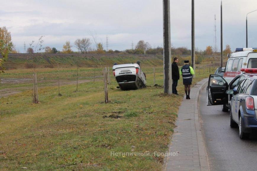 В Гродно Форд вылетел с дороги и перевернулся после неудачного перестроения, фото-5