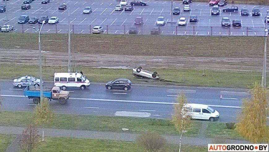 В Гродно Форд вылетел с дороги и перевернулся после неудачного перестроения, фото-6