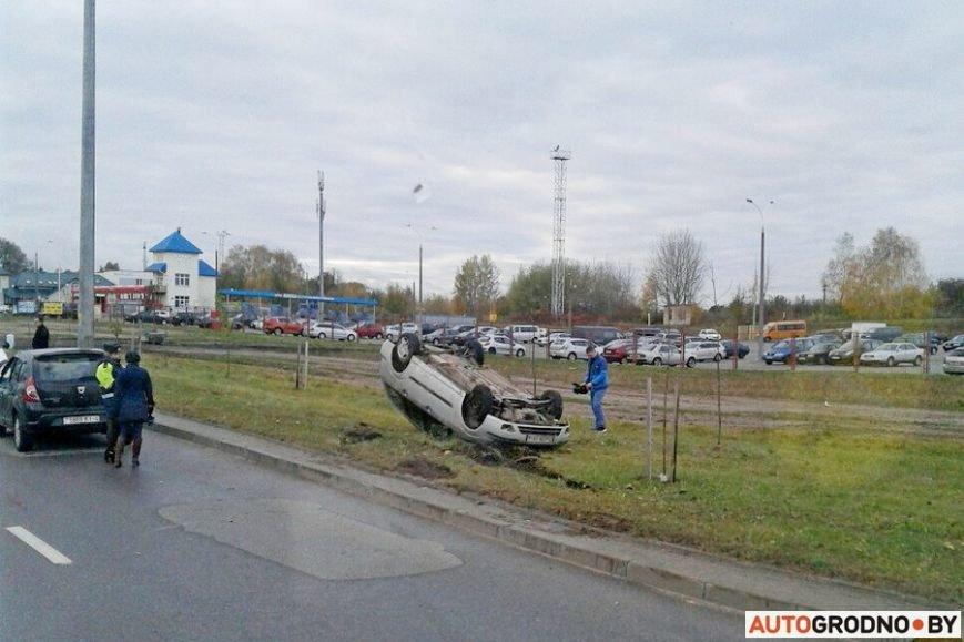 В Гродно Форд вылетел с дороги и перевернулся после неудачного перестроения, фото-1