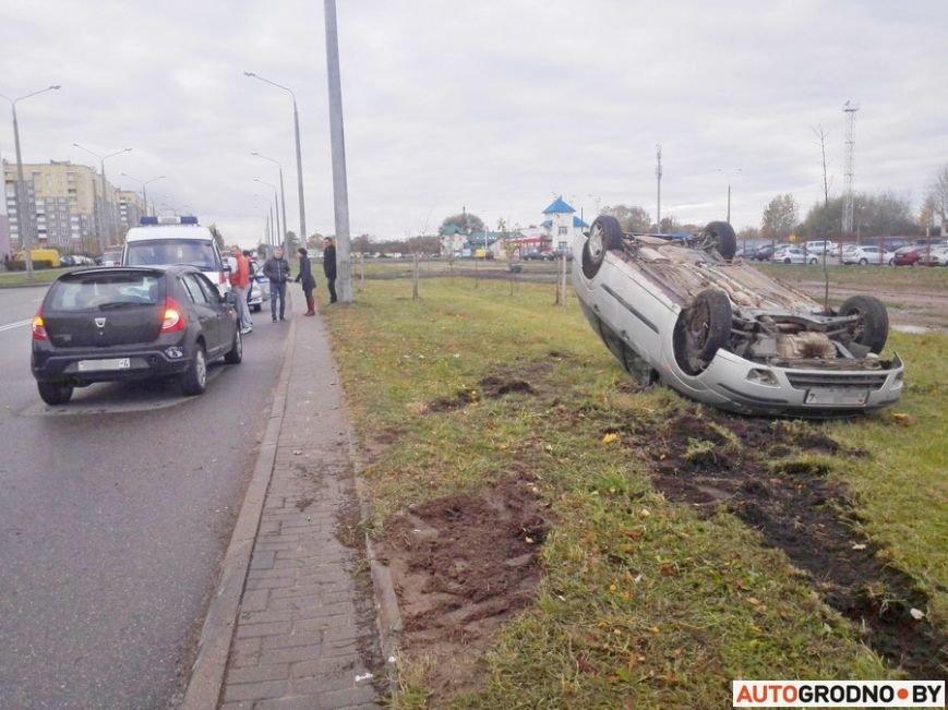 В Гродно Форд вылетел с дороги и перевернулся после неудачного перестроения, фото-2