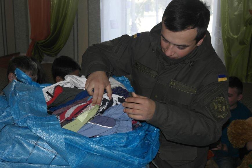 От сильных слабым: в Покровске воспитанники «Отчего дома» принимали подарки от военных, фото-20