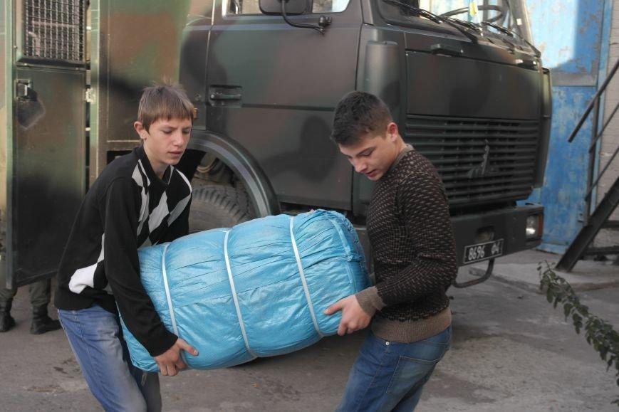 От сильных слабым: в Покровске воспитанники «Отчего дома» принимали подарки от военных, фото-3