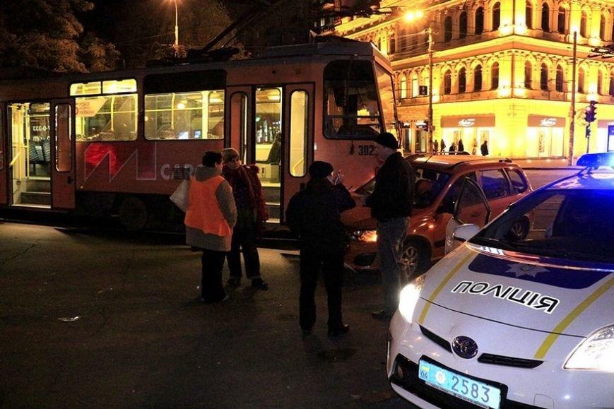 """В Днепре трамвай """"помял"""" """"Ладу"""" (ФОТО), фото-1"""