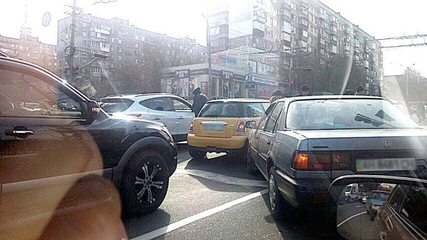 В центре Мариуполя Mini One попал в аварию (Фотофакт), фото-2