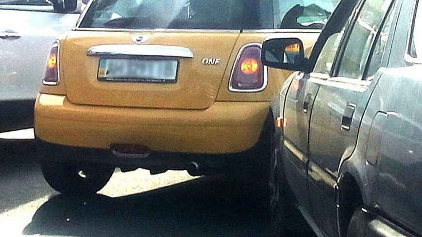 В центре Мариуполя Mini One попал в аварию (Фотофакт), фото-4