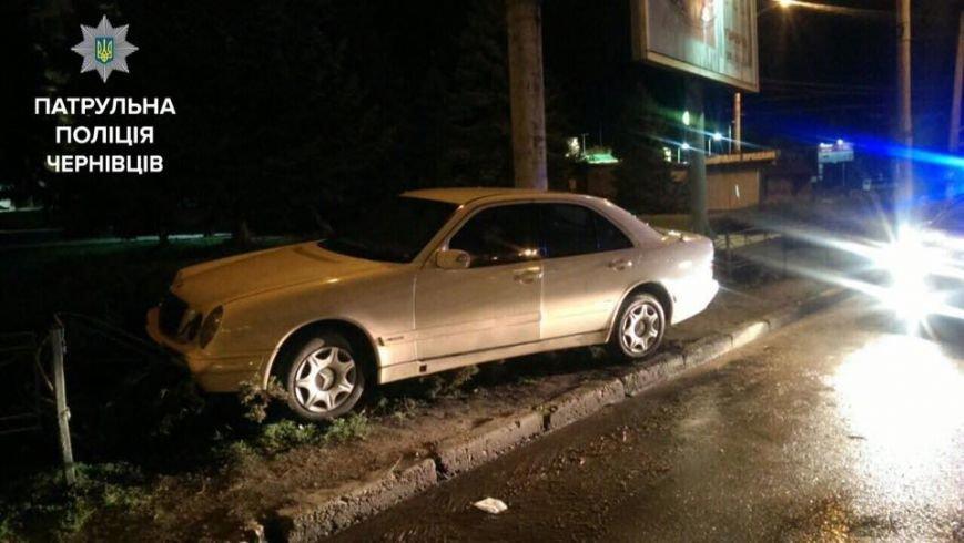 Намагаючись втекти від правоохоронців п'яний водій спричинив ДТП (ФОТО), фото-2