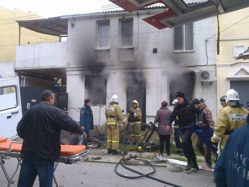 В Евпатории произошел взрыв и пожар в частном доме: С ожогами госпитализировали пенсионерку (ФОТО), фото-1