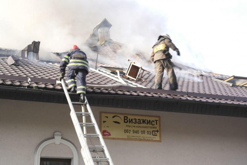 В Покровске пожаром охвачено здание ресторана «Лоза», фото-11