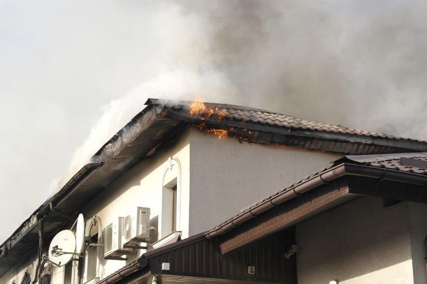 В Покровске пожаром охвачено здание ресторана «Лоза», фото-10