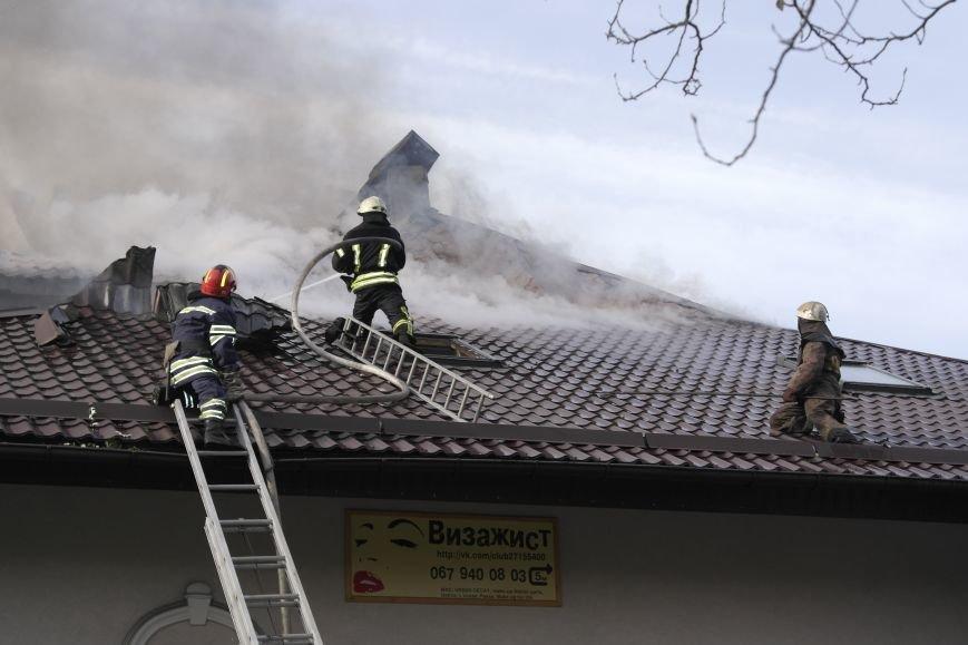 В Покровске пожаром охвачено здание ресторана «Лоза», фото-4