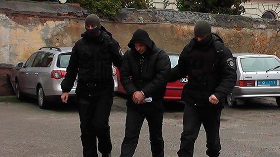Буковинські поліцейські затримали банду, яка катувала і грабувала людей (ФОТО, ВІДЕО), фото-1