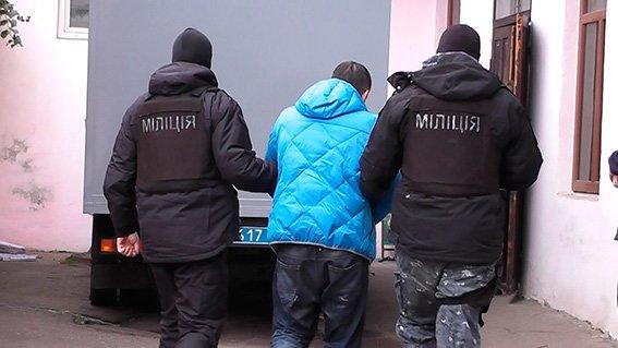 Буковинські поліцейські затримали банду, яка катувала і грабувала людей (ФОТО, ВІДЕО), фото-2
