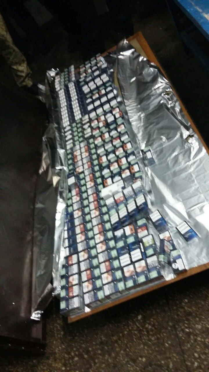 Буковинські митники вилучили протягом доби цигарки та культурні цінності (ФОТО), фото-5