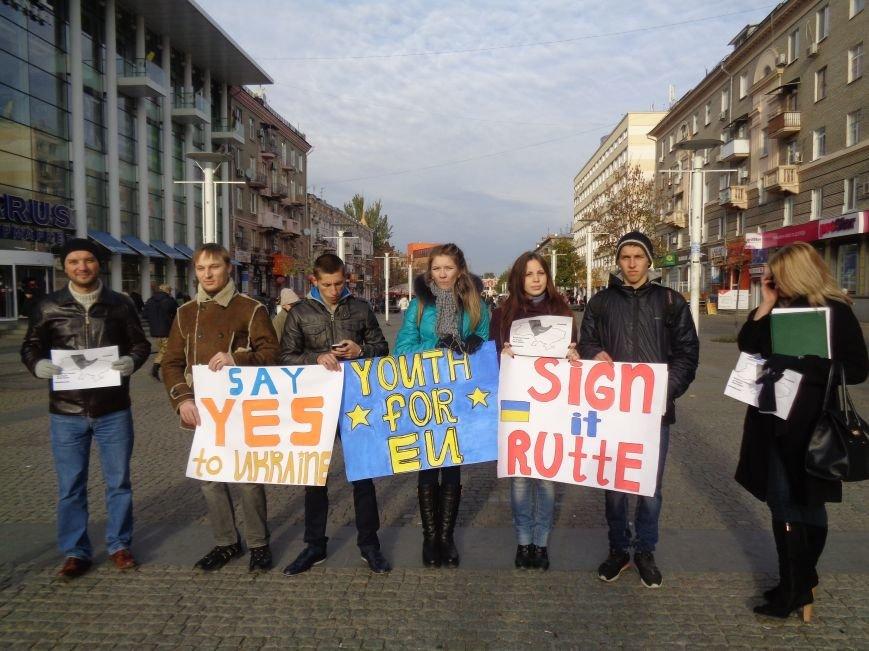 Днепровская молодежь провела акцию в поддержку ассоциации Украины с ЕС (ФОТО, ВИДЕО), фото-2