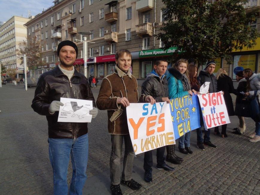 Днепровская молодежь провела акцию в поддержку ассоциации Украины с ЕС (ФОТО, ВИДЕО), фото-9