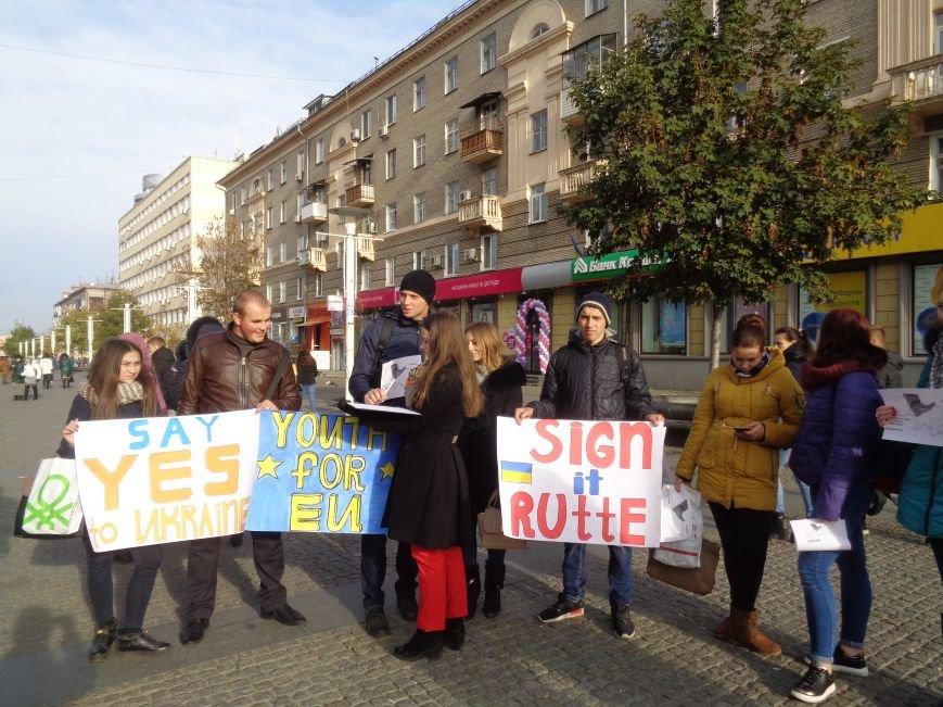 Днепровская молодежь провела акцию в поддержку ассоциации Украины с ЕС (ФОТО, ВИДЕО), фото-10