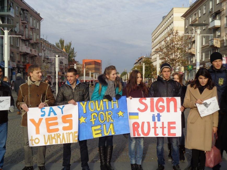 Днепровская молодежь провела акцию в поддержку ассоциации Украины с ЕС (ФОТО, ВИДЕО), фото-5