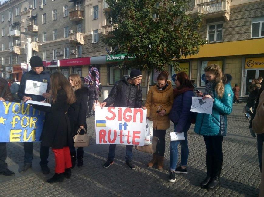 Днепровская молодежь провела акцию в поддержку ассоциации Украины с ЕС (ФОТО, ВИДЕО), фото-13