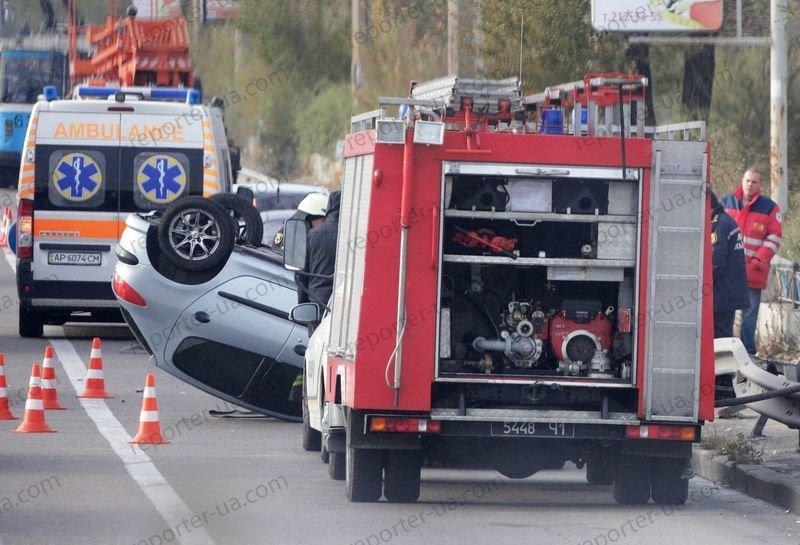 В Запорожье на дамбе перевернулся автомобиль, водитель в больнице - ФОТО, фото-3