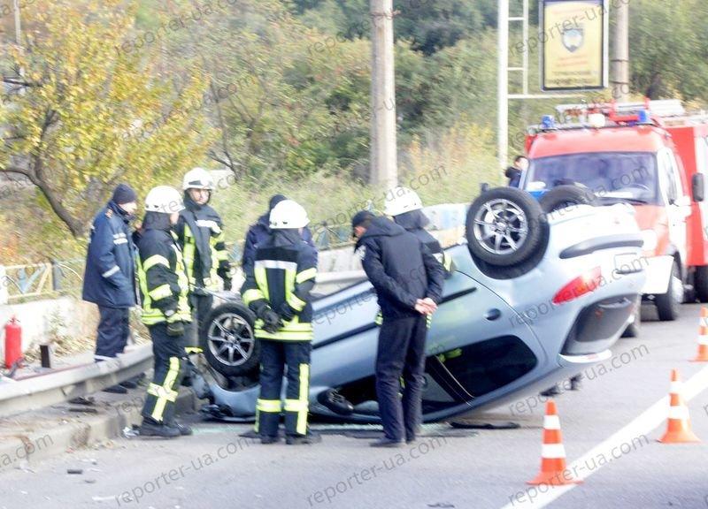 В Запорожье на дамбе перевернулся автомобиль, водитель в больнице - ФОТО, фото-4