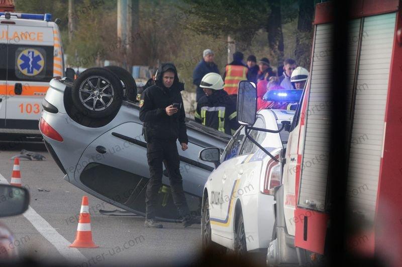 В Запорожье на дамбе перевернулся автомобиль, водитель в больнице - ФОТО, фото-2