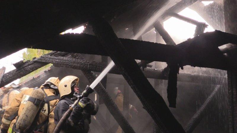 В Симферополе едва не сгорел жилой дом: На месте происшествия работали 29 пожарных (ФОТО, ВИДЕО), фото-6