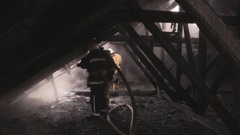 В Симферополе едва не сгорел жилой дом: На месте происшествия работали 29 пожарных (ФОТО, ВИДЕО), фото-5