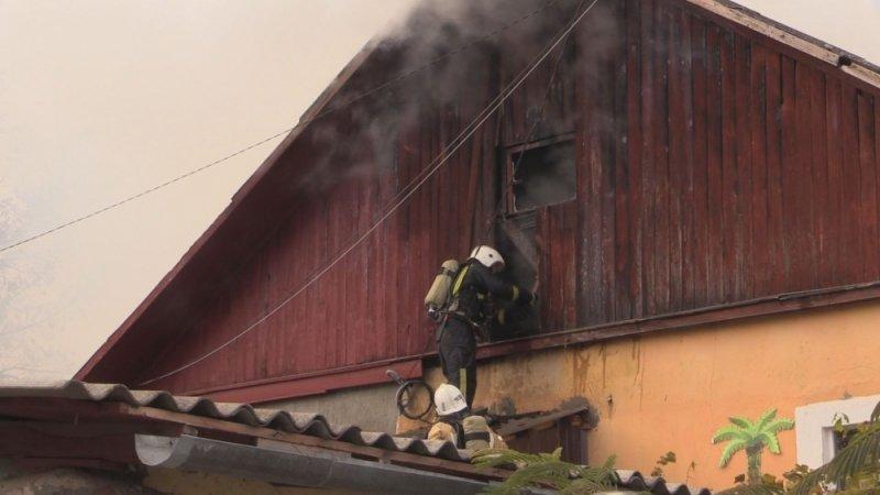 В Симферополе едва не сгорел жилой дом: На месте происшествия работали 29 пожарных (ФОТО, ВИДЕО), фото-4