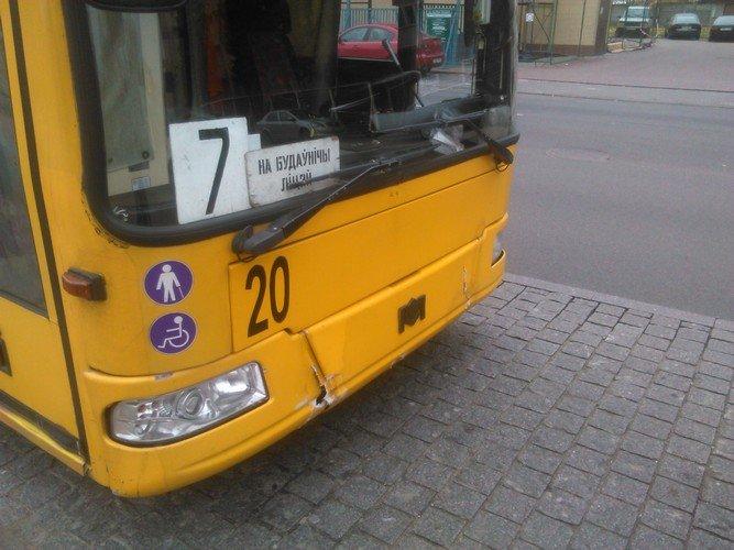 Авария в Гродно: троллейбус не успел затормозить на светофоре и врезался в Рено, фото-3