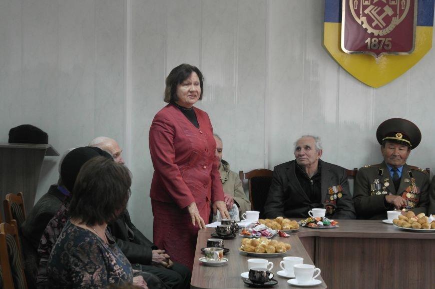 Ветераны Покровска собрались за праздничным чаепитием, фото-1