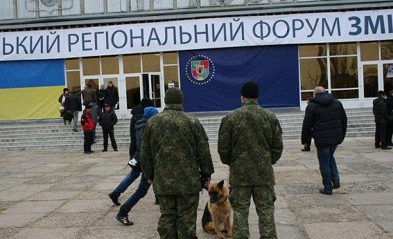 """Северодонецкая полиция следит за тем, чтобы  региональный форум """"Изменения в 3D"""" прошел без инцидентов (ФОТО), фото-4"""