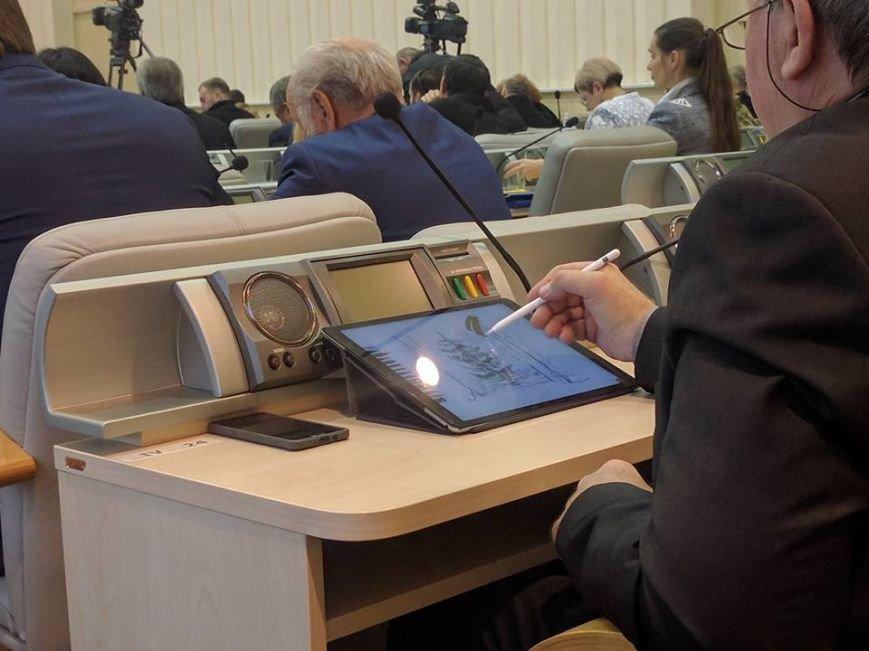 Сессия облсовета в Днепре: депутаты рисуют от скуки (ФОТО), фото-1