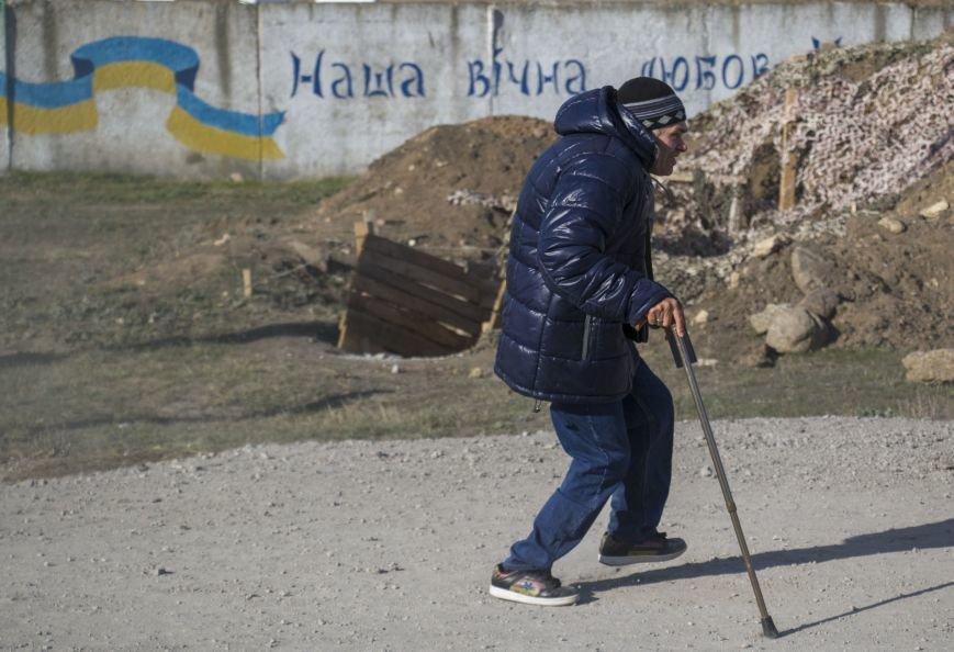 На КПВВ Гнутово образовалась гигантская очередь из желающих уехать в оккупированную Украину (ФОТО, ВИДЕО), фото-3