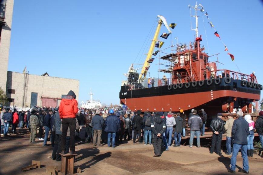 Херсонский судостроительный завод спустил на воду нефтемусоросборщик (фото+видео), фото-4