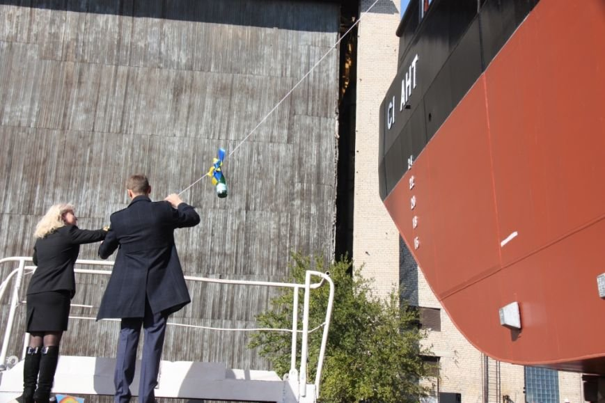 Херсонский судостроительный завод спустил на воду нефтемусоросборщик (фото+видео), фото-2