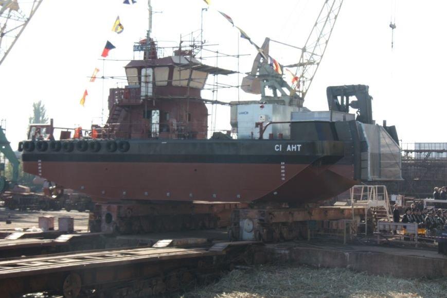 Херсонский судостроительный завод спустил на воду нефтемусоросборщик (фото+видео), фото-1