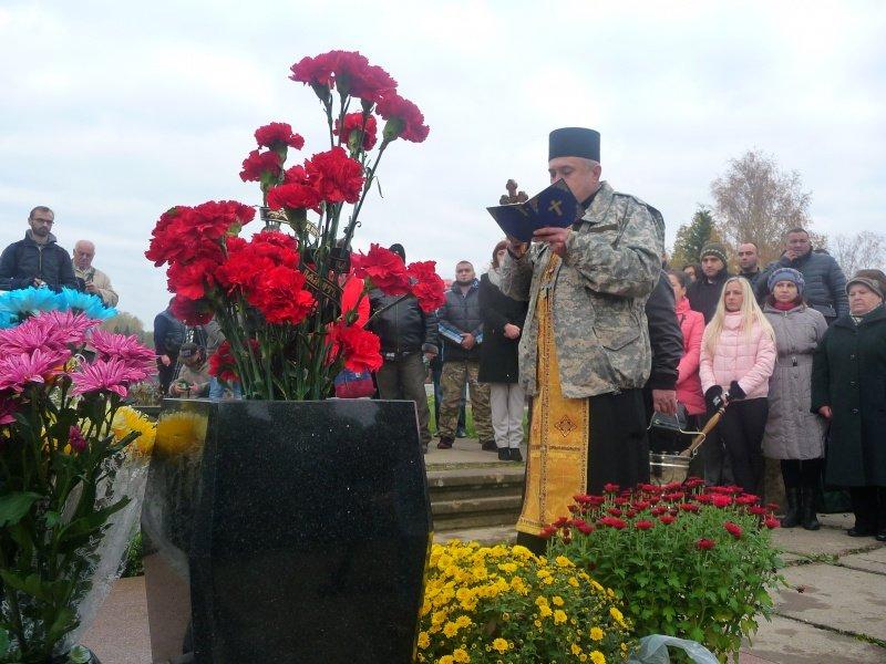 В обласному центрі відкрили пам'ятник загиблому бійцю АТО (ФОТО), фото-4