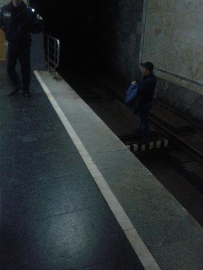 В Харьковском метро парень упал на рельсы (ФОТО), фото-1
