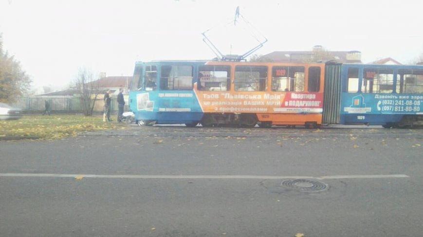 Внаслідок ДТП на вулиці Княгині Ольги зупинились трамваї (ФОТО), фото-2