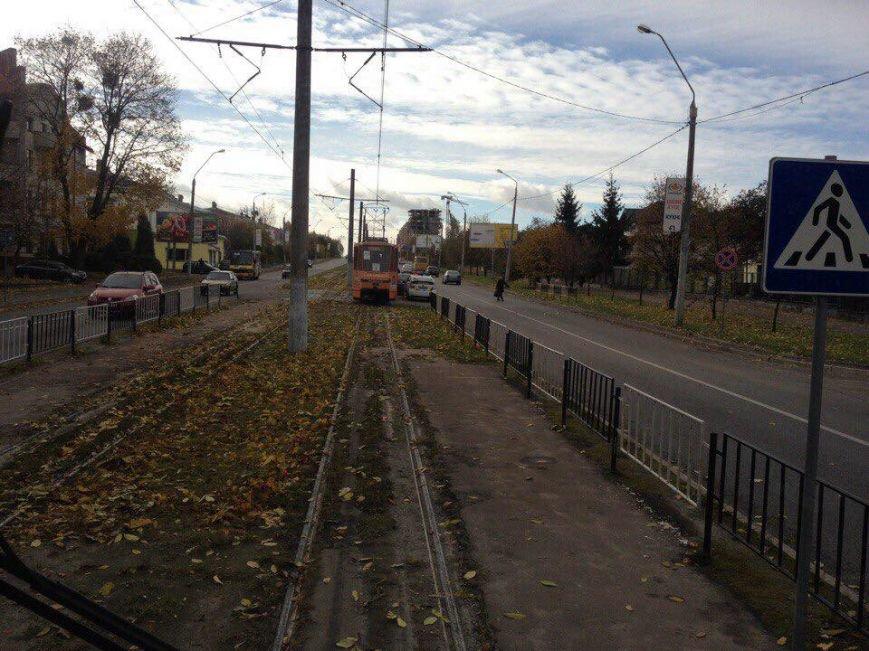 Внаслідок ДТП на вулиці Княгині Ольги зупинились трамваї (ФОТО), фото-3