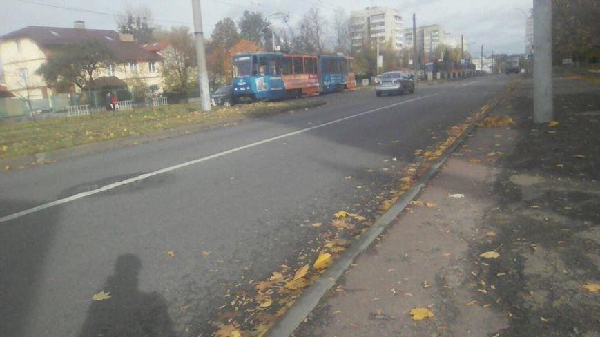 Внаслідок ДТП на вулиці Княгині Ольги зупинились трамваї (ФОТО), фото-1