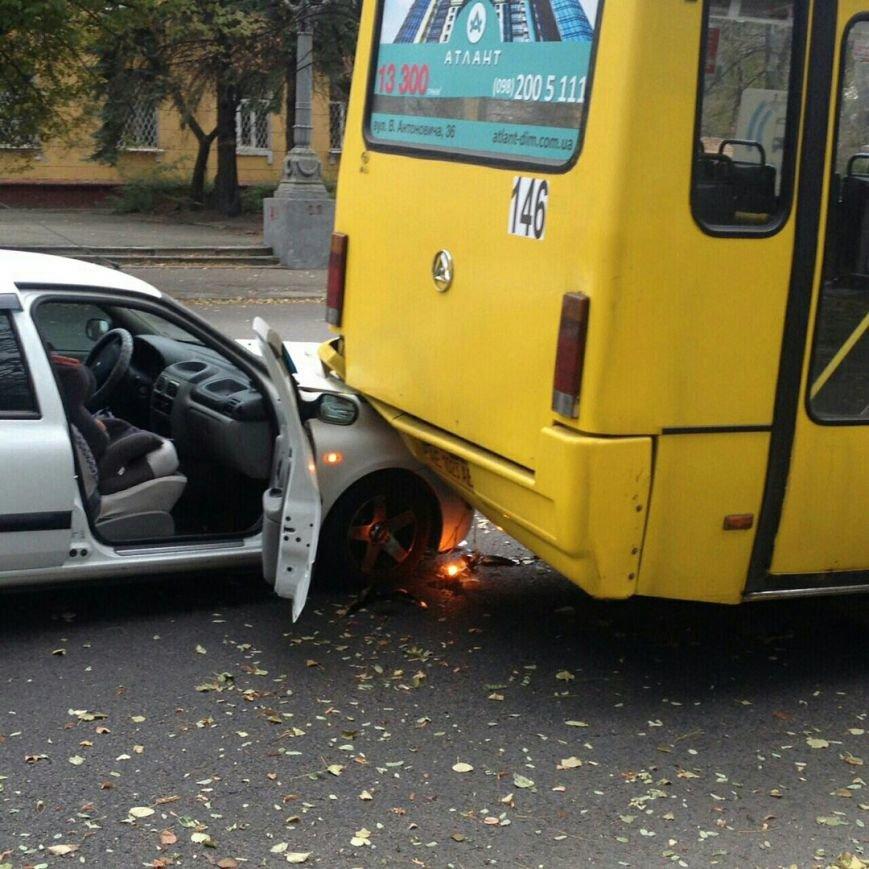 За утро в Днепре произошло сразу два серьезных ДТП (ФОТО), фото-1