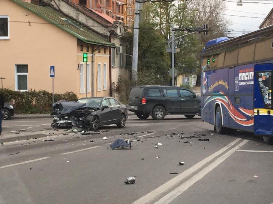У Львові в аварію потрапив туристичний автобус (ФОТО), фото-2