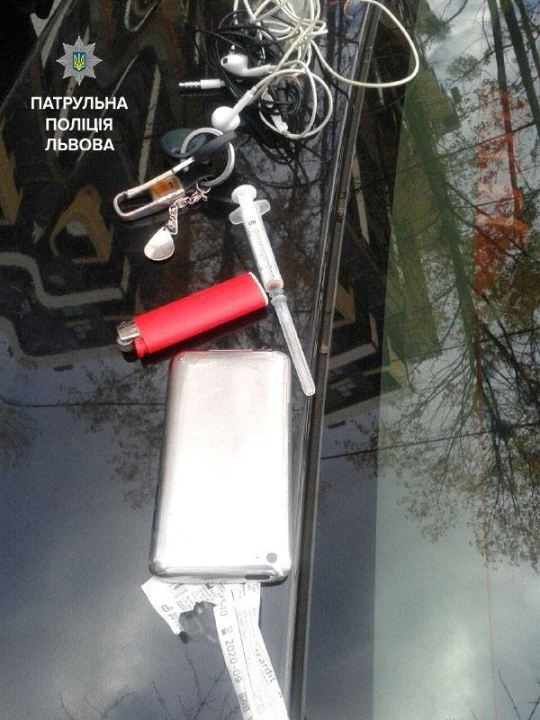 На вулиці Любінській поліцейські затримали чоловіка із наркотиками (ФОТО), фото-1