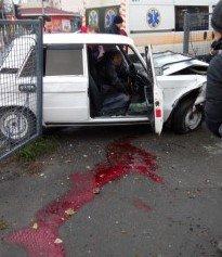 В Харькове автомобиль придавил пешехода к столбу (+18 ФОТО/ВИДЕО), фото-1